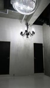 【天井高の白Rホリゾントがある都内格安撮影スペース】